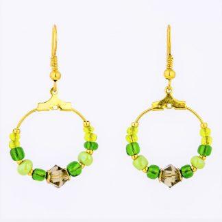 gull øredobber gull ørepynt creol øreringer små creolringer grønne miyuki glassperler perler lysegrønne mørkegrønne grønne krystaller røkfargede krystaller gull perlecaps ørekroker
