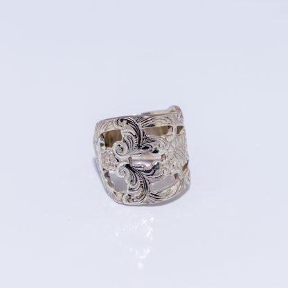 ring sølv fingerring sølvring sølvplett filigran utskjæringer solsikker blomster mønster inngavering